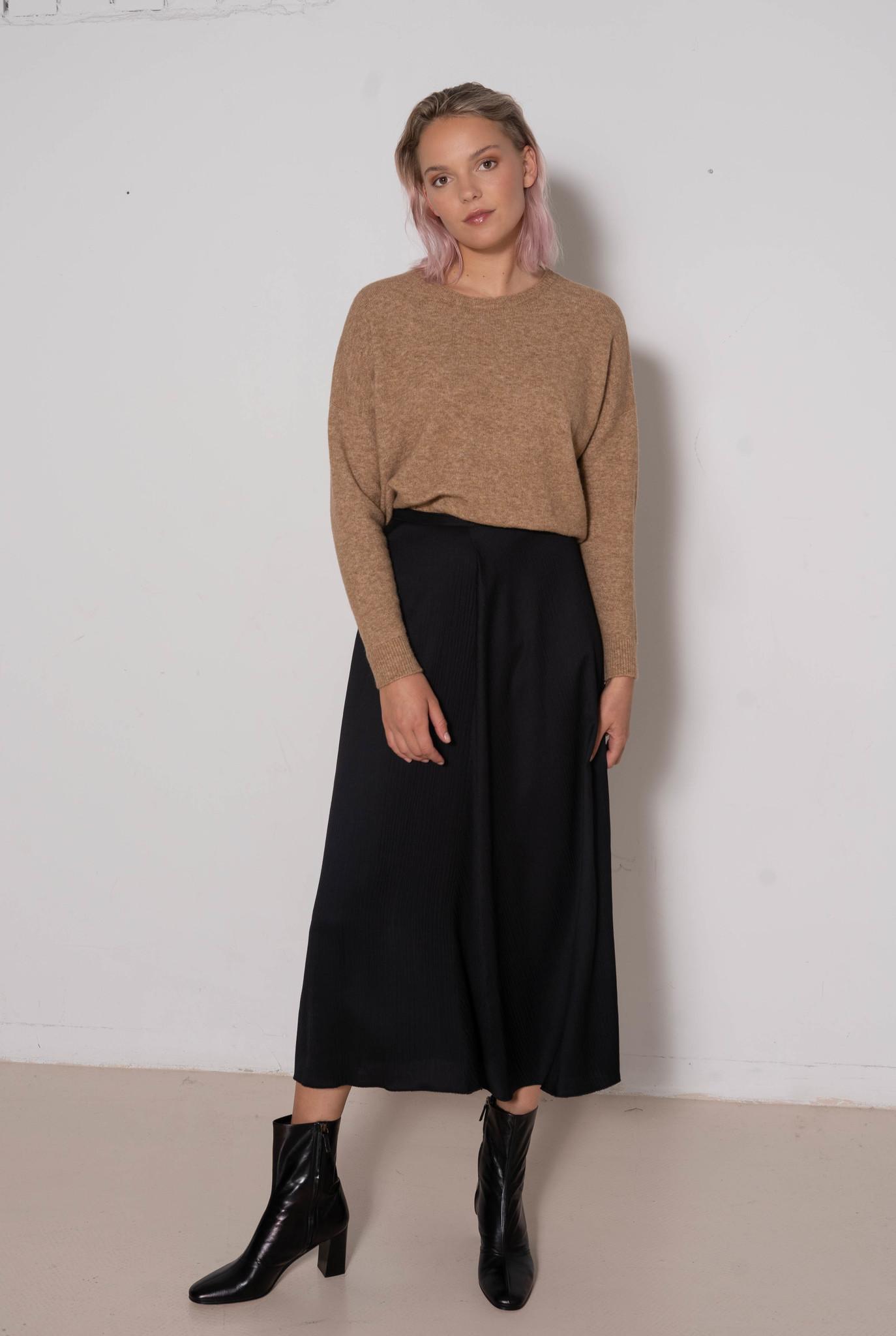 Long Skirt Black ripple