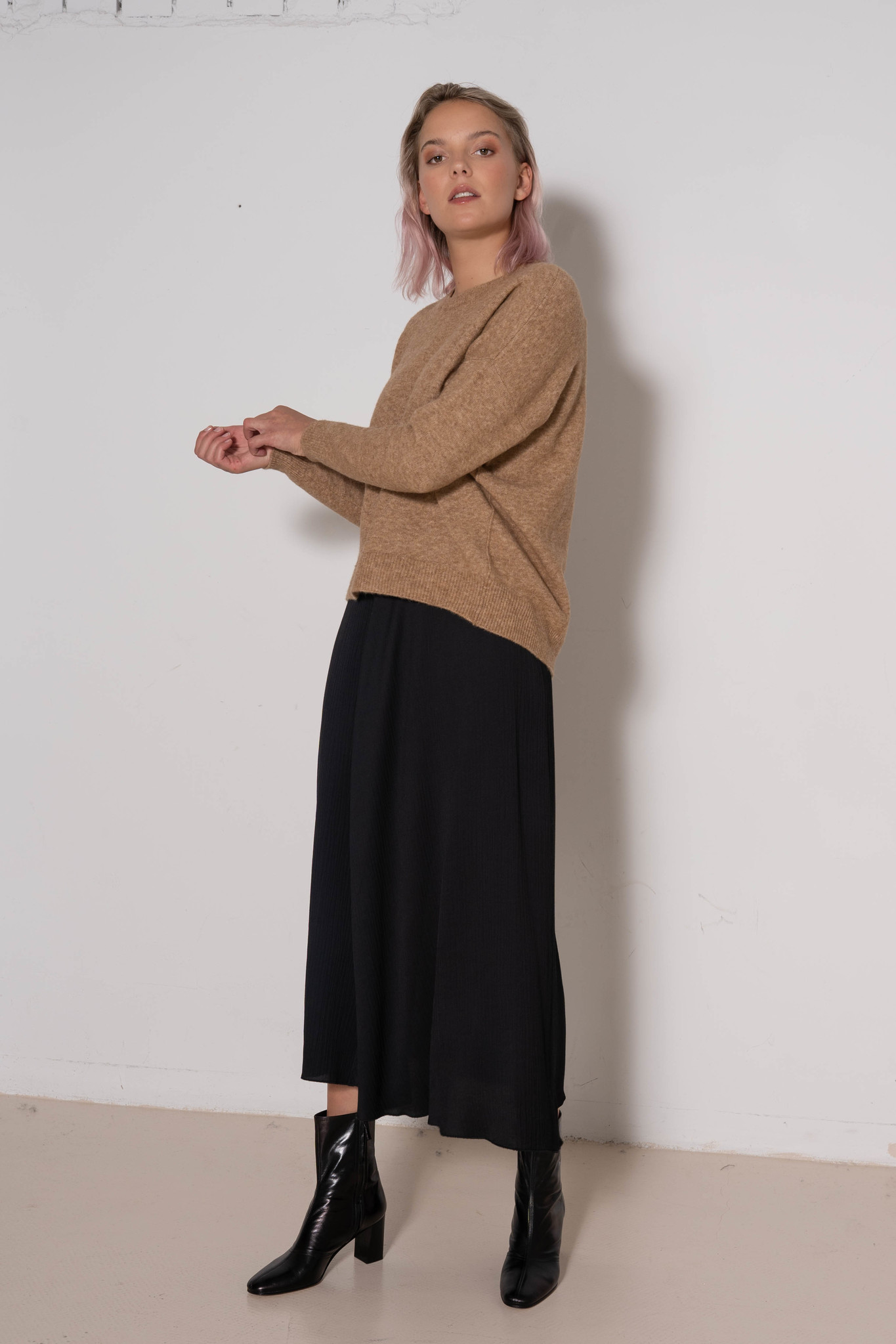 Long Skirt Black ripple