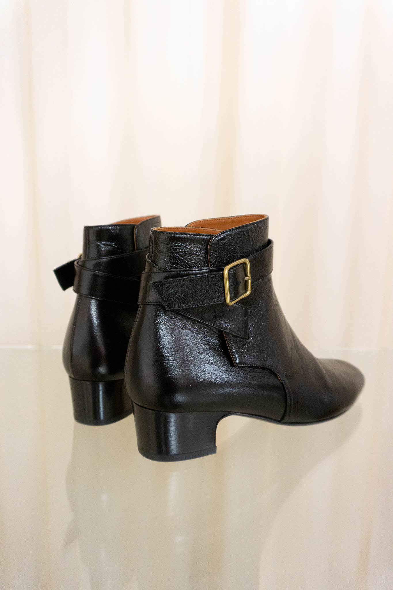 Ada boots black