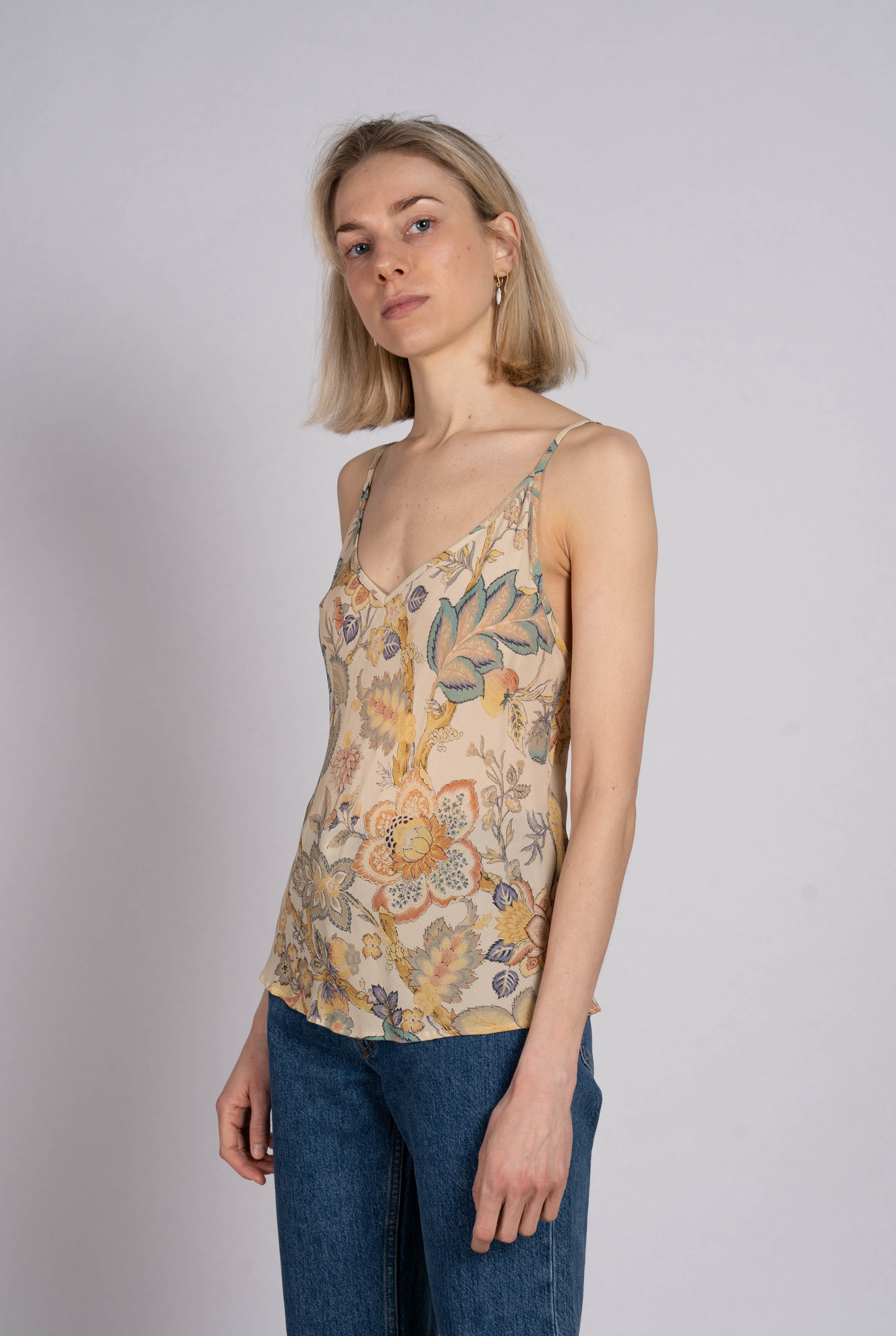 Neela top Creme flower