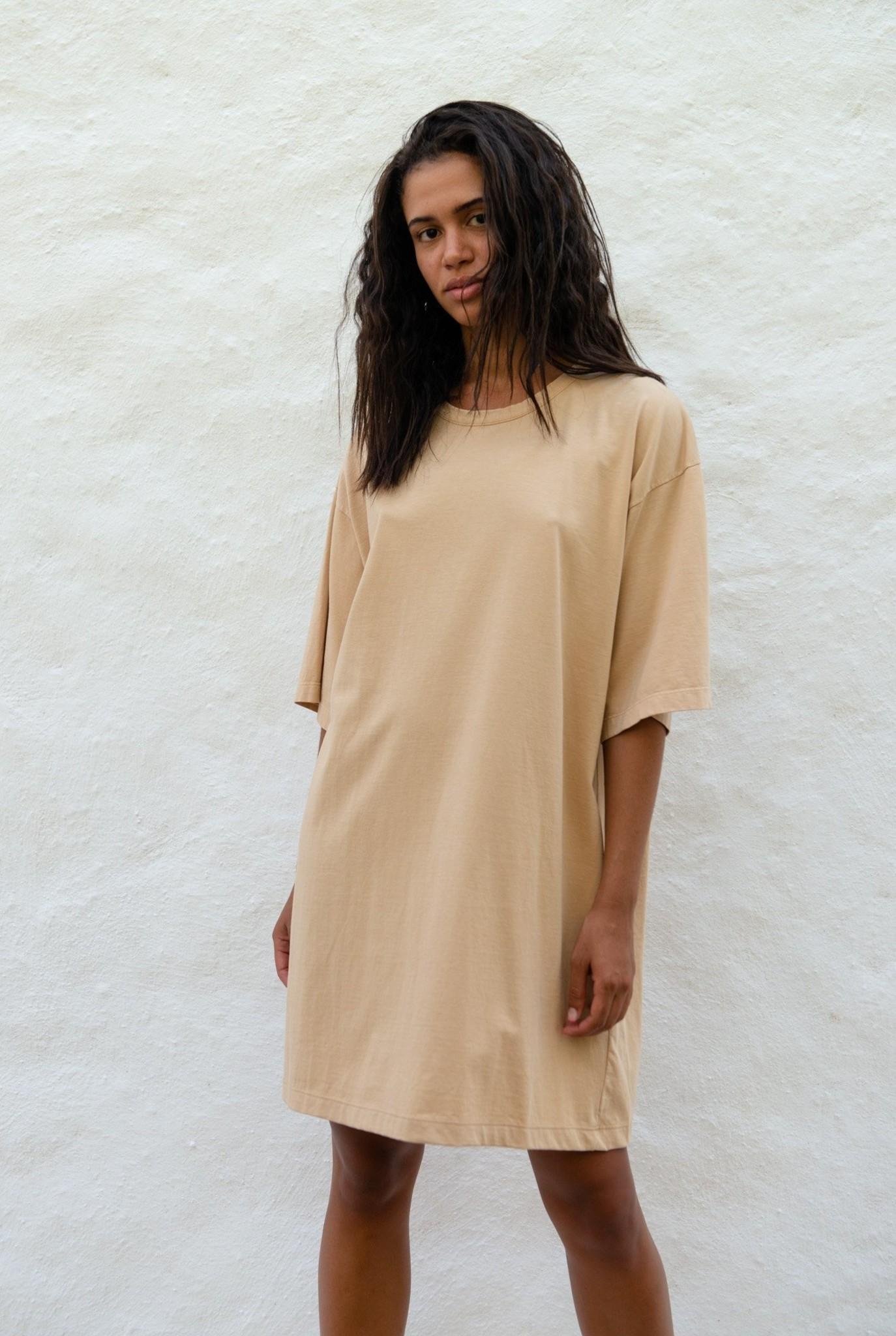 "T-shirt Dress ""Gertrudis"" Latte"
