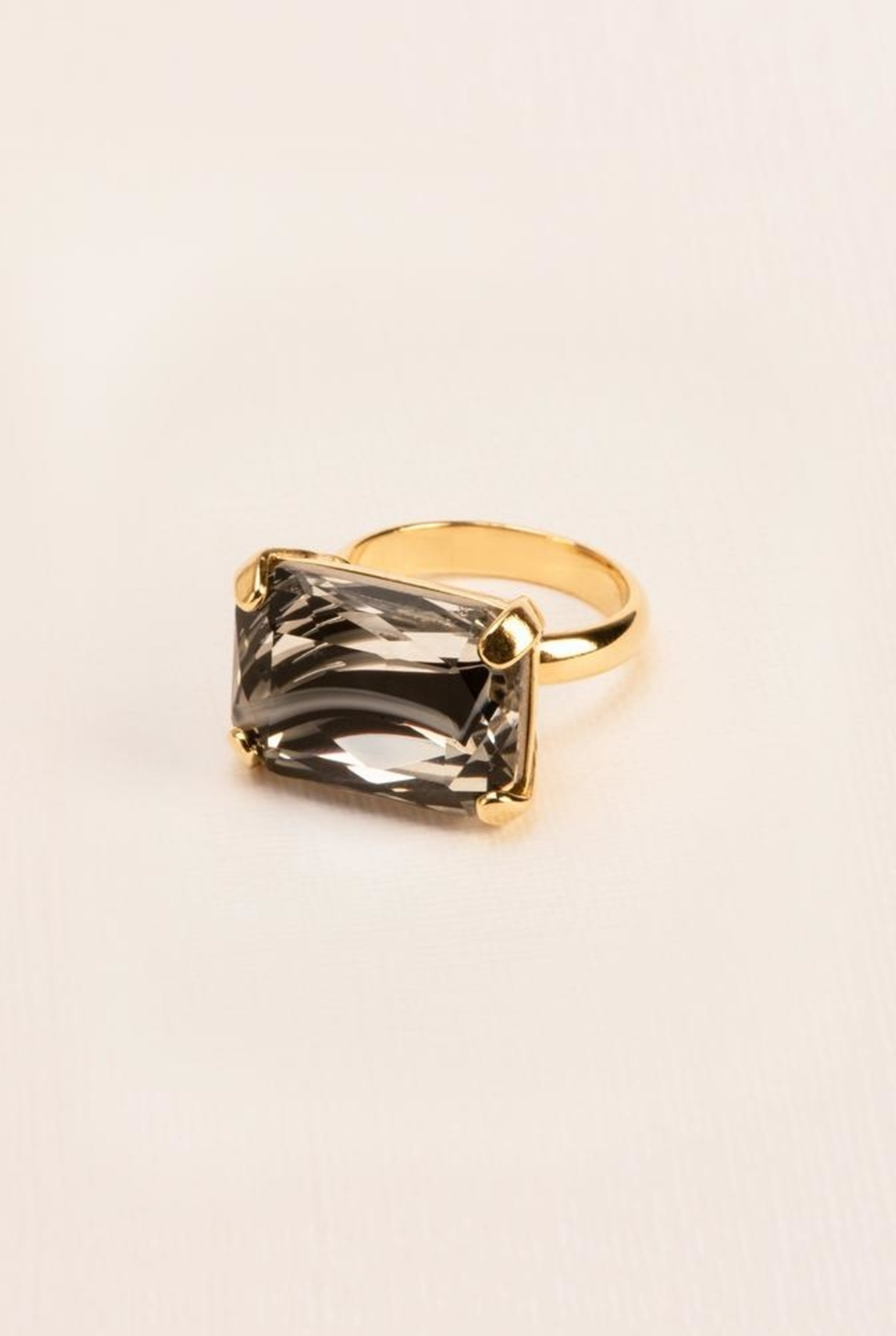 Ring with marbled crystal gold plated