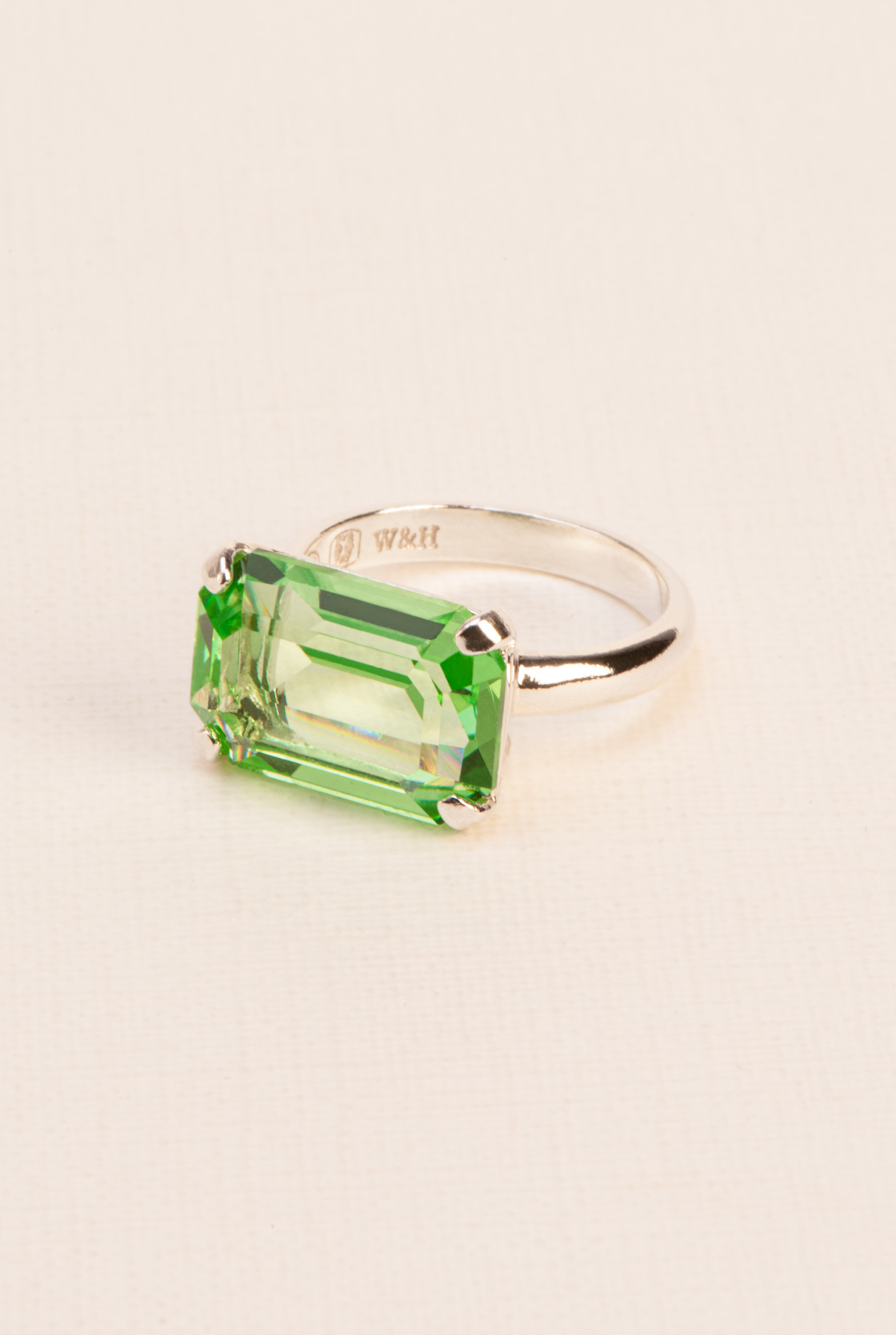 Ring with peridot crystal silver