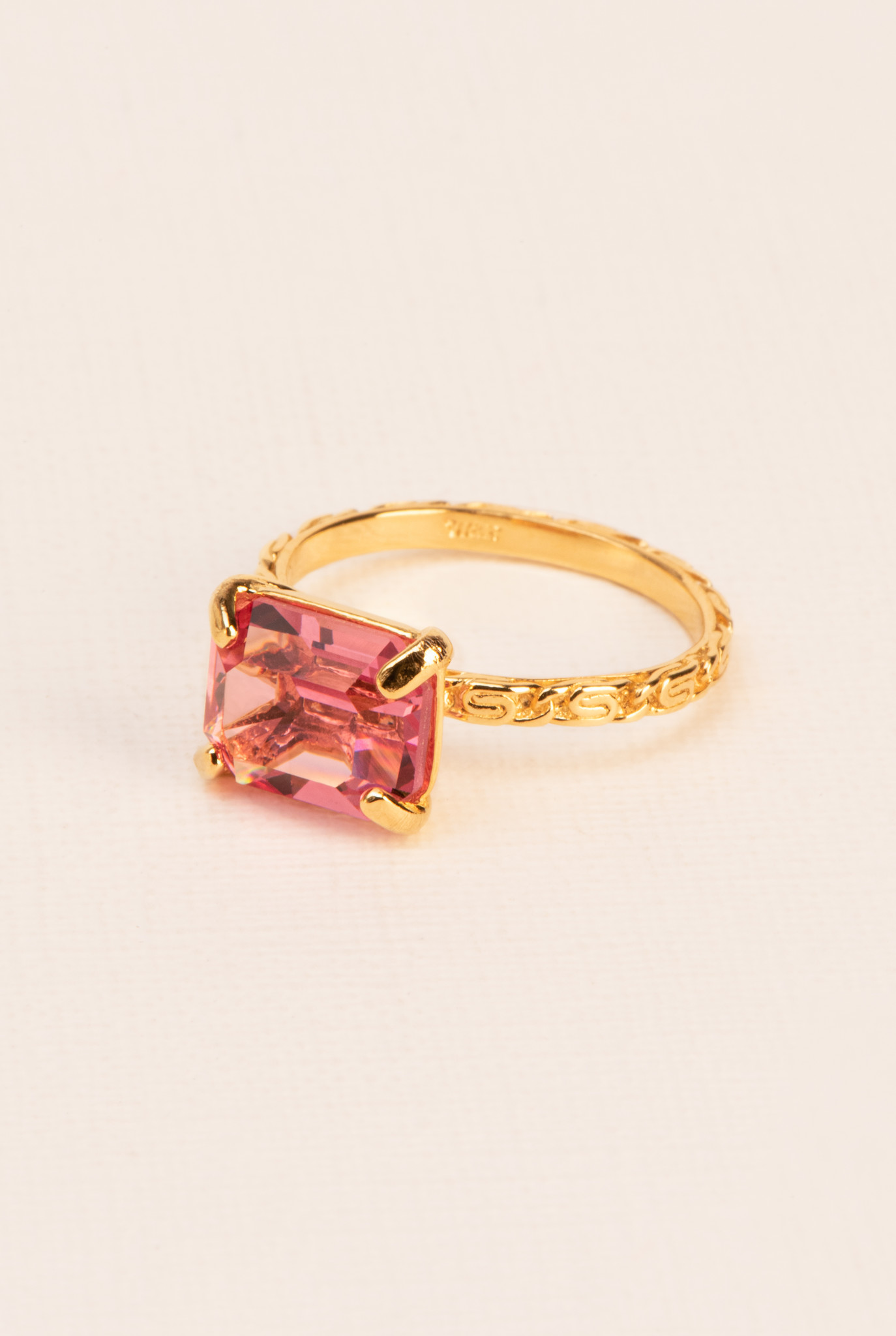 Textured ring with rose crystal gold plated