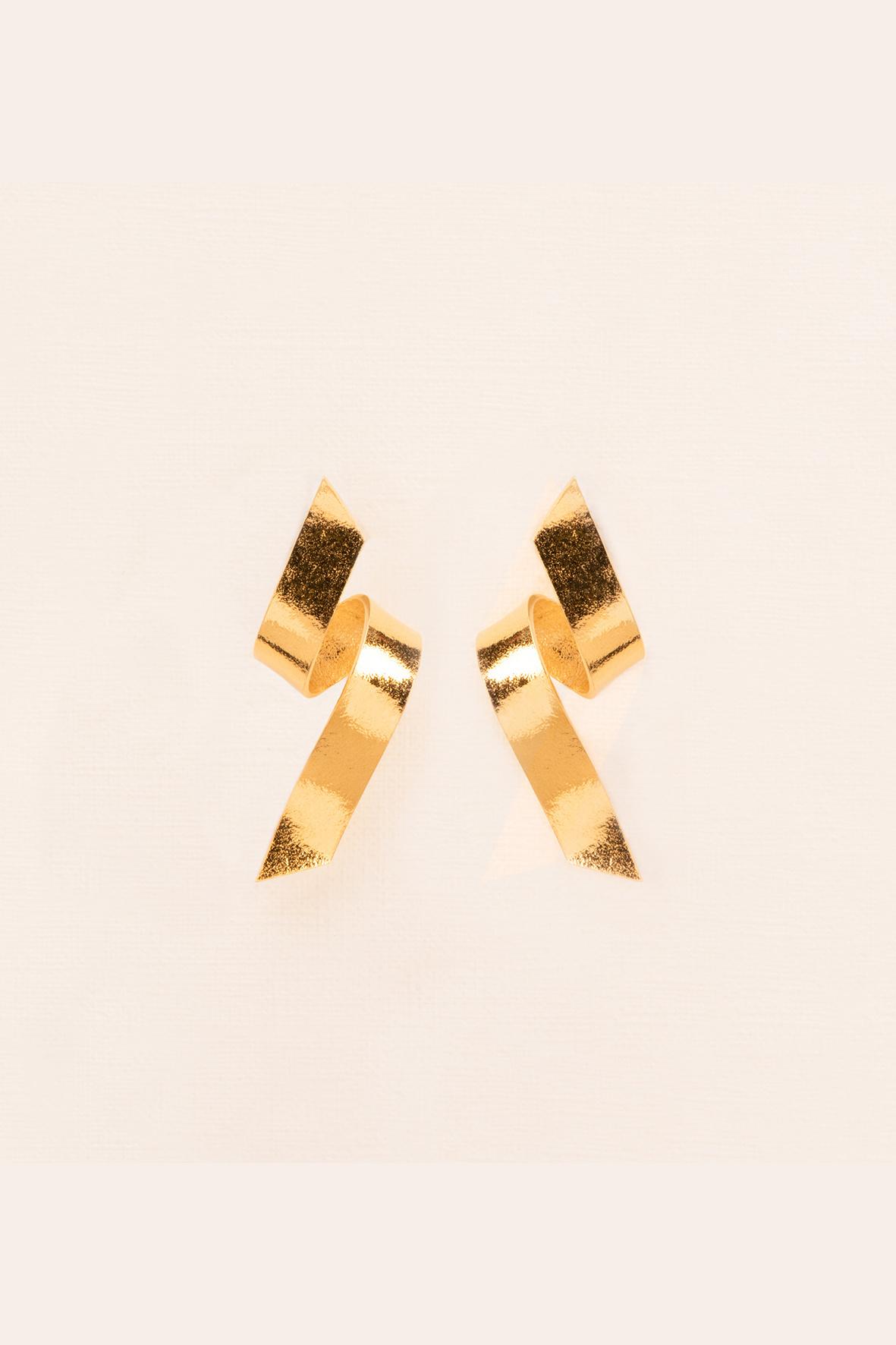 Serpentine stud earrings gold plated