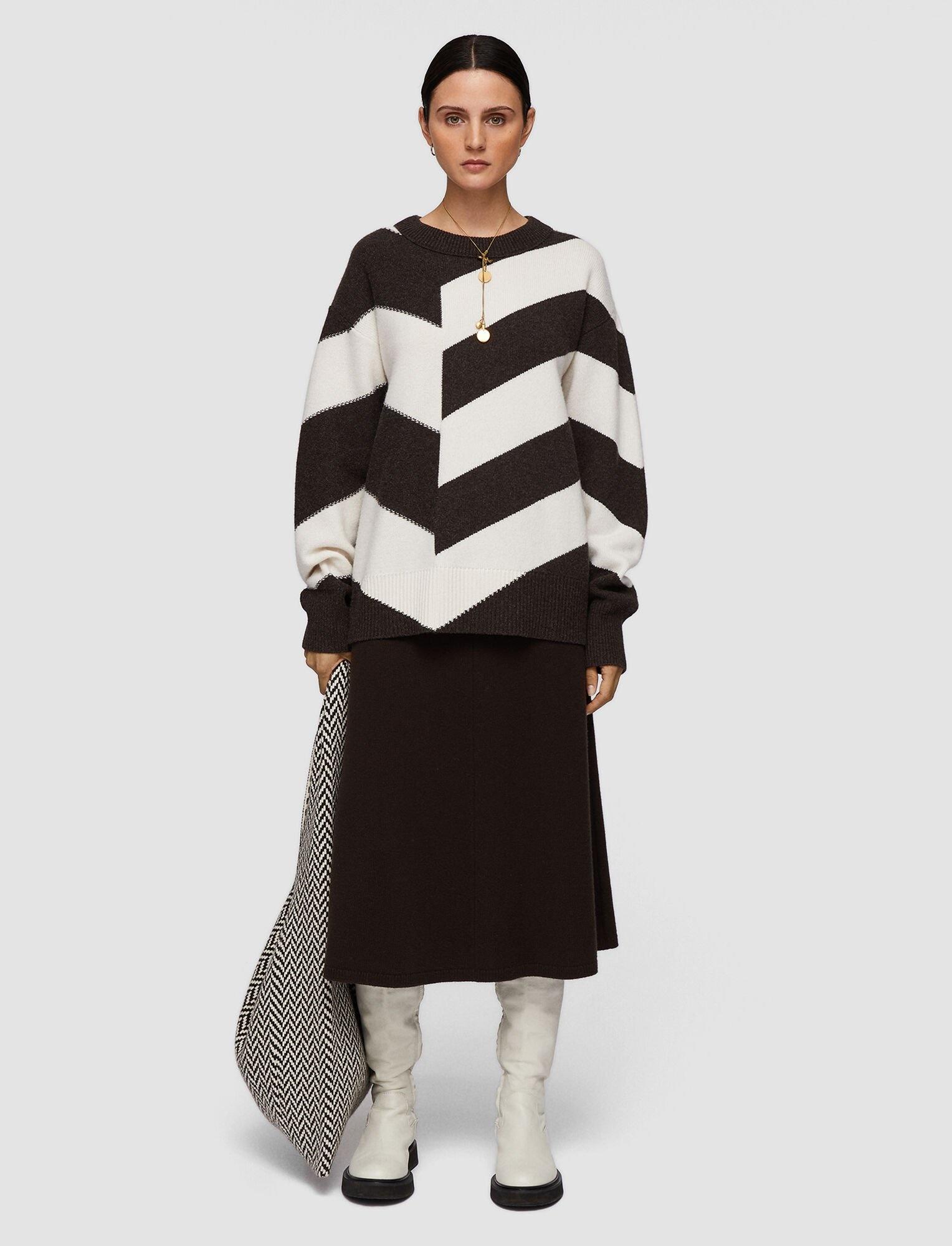 Round Neck Sweater Chevron Knit Brown