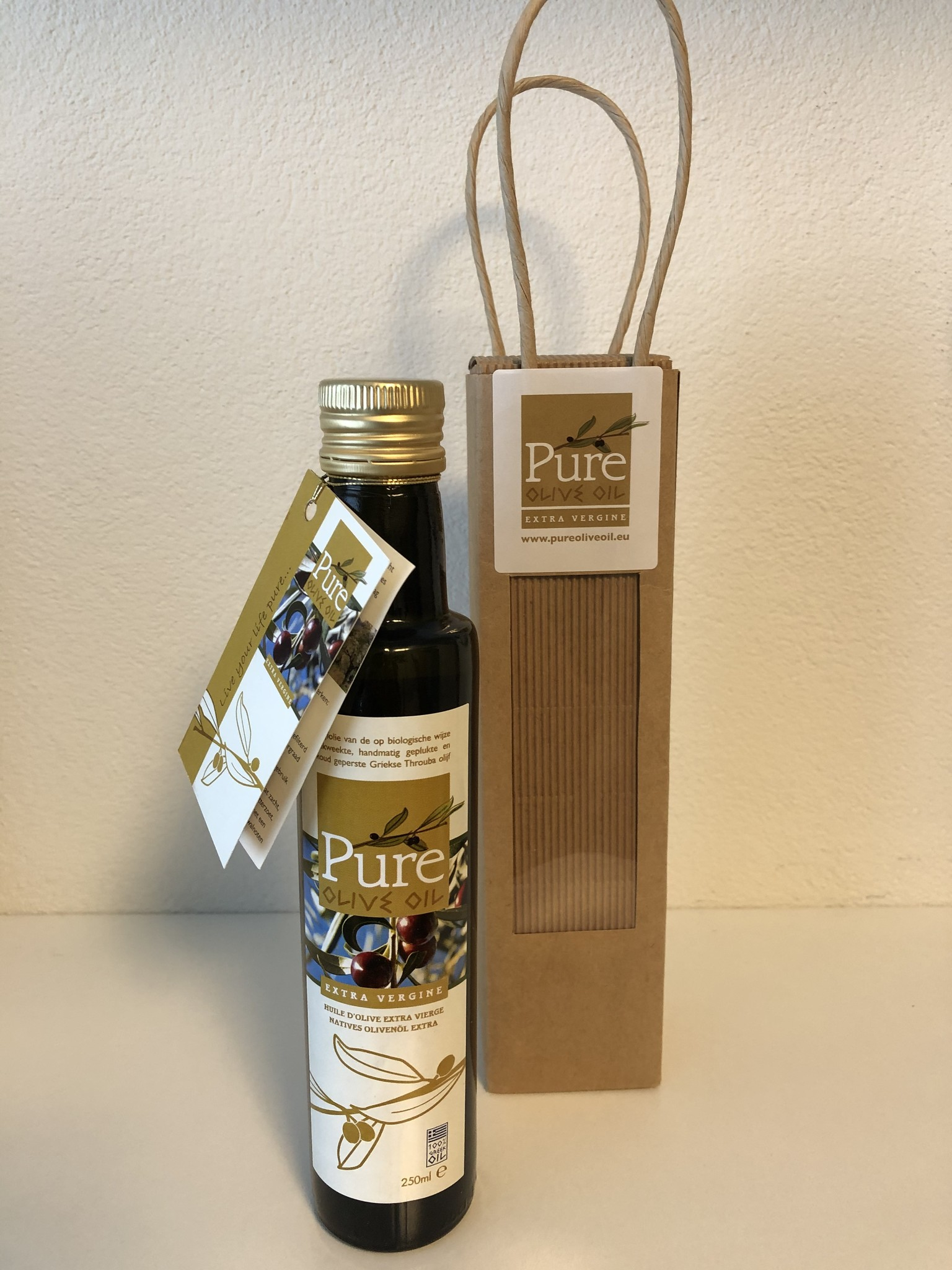 Pure Olive Oil 250ml in luxe craft verpakking