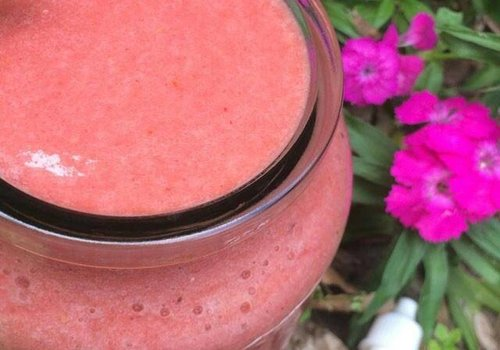 Rhubarb-strawberry smoothie