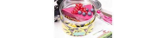 Rabarbertaart met aardbeien en rode biet