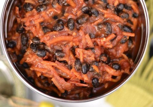 Black beans with carrot in tomato sauce