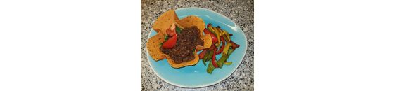Paprika-Chili tortilla bowl with Surinamese spiced minced meat