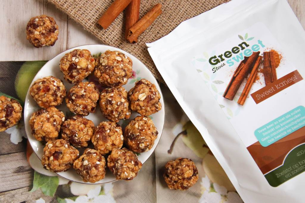 Apple pie balls with greensweet cinnamon.jpg