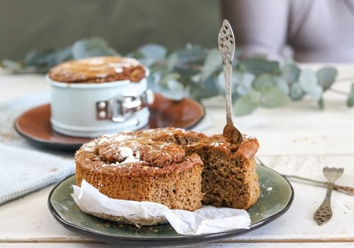 Gluten-free and low-carbohydrate herb cake