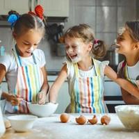 Koekjes opleuken met gesmolten Greensweet Belgische chocolade