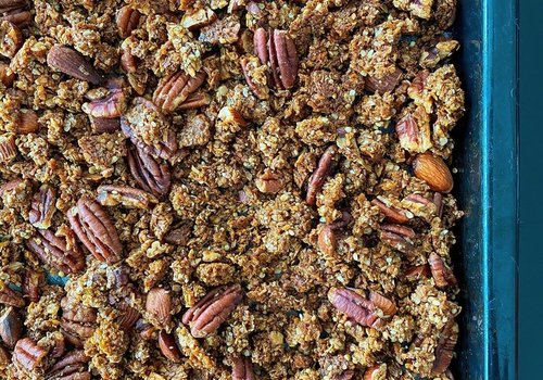 Granola with pecans and almonds