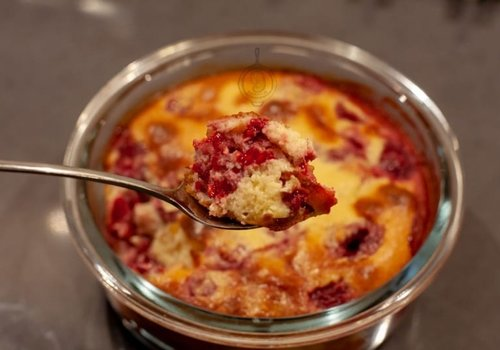 Low-carbohydrate raspberry clafoutis