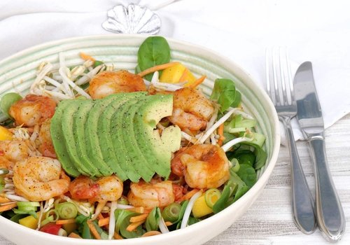 Salad with sweet and sour prawns
