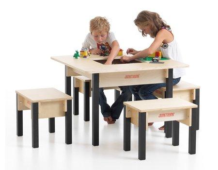Tafel met 4 stoeltjes