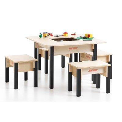 Tafel met vier stoeltjes