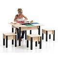 Houten kindertafel en stoeltjes