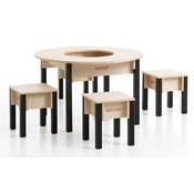 Tafel en stoeltjes