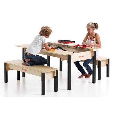4 persoons tafel en twee banken