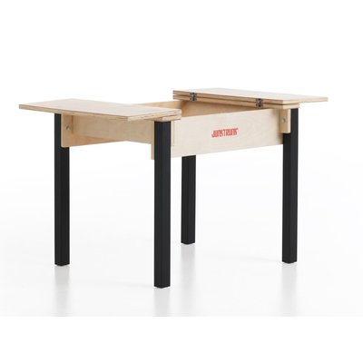 Houten kindertafel en stoelen