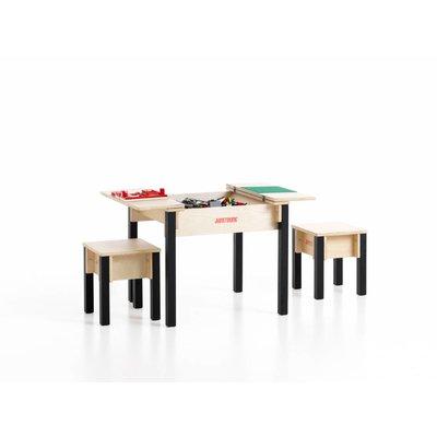 Kindertafel met stoeltjes
