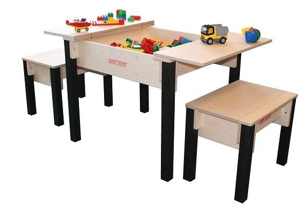 Kindertafel en Stoelen