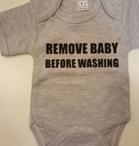 Rompertje 'Remove baby before washing'