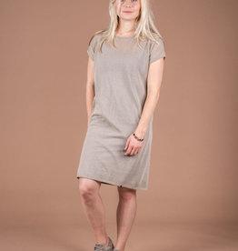 Fijngebreid luchtig jurkje -zand  - Zusss