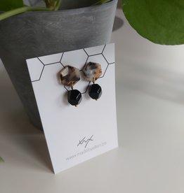 Oorbellen bruin zeshoek met zwart hangertje