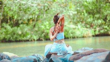 Wat doe je aan naar Kundalini yoga?