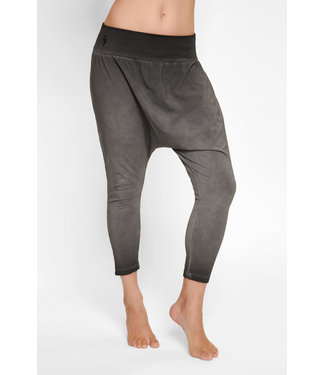 Urban Goddess Yoga Harembroek Dharma Capri - Off Black