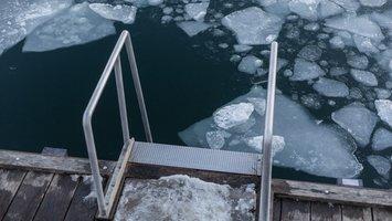 Een ijsbad nemen: de zin en onzin van cold therapy
