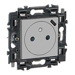 Legrand Valena Next stopcontact  2P+A met geïntegreerde USB lader 1100mA Set Alu klauwen - 741737