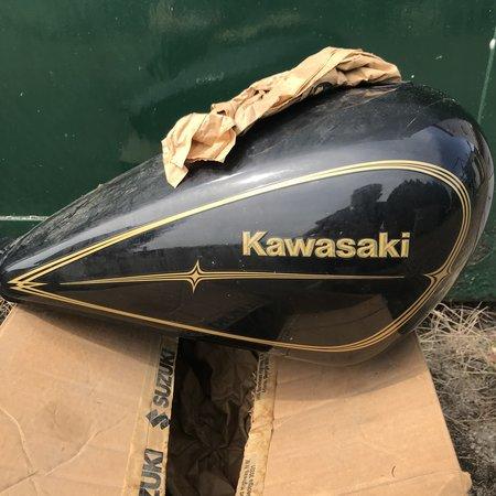 kawasaki origineel Tank Kawasaki LTD 454 Zwart/ goud. goede staat!