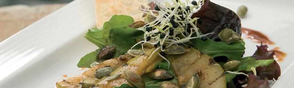 Recept: Salade van gegrilde peer en garam masalasiroop