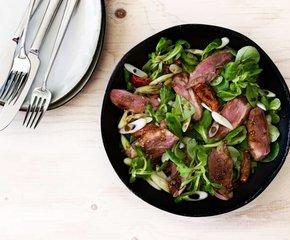 Oosterse salade met gegrilde eendenborst