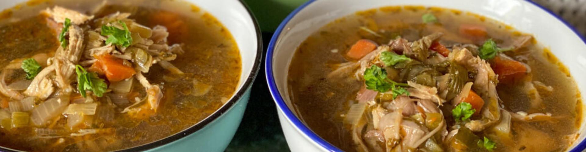 Oosterse kippensoep met soepkip