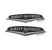 Harley Davidson benzine tank gebogen oppervlakken en hebben chroom letters op een zwarte achtergrond