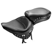 Mustang zadel WIDE STUDDED TOUR Softail 2000-06 STANDAARD ACHTERBAND