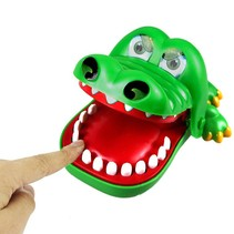 Spel bijtende krokodil met kiespijn 20st.