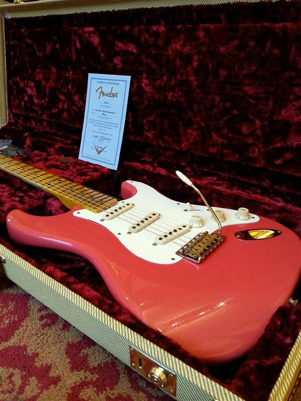 Fender Fender Limited 20th Anniversary Relic Strat Faded Fiesta Red
