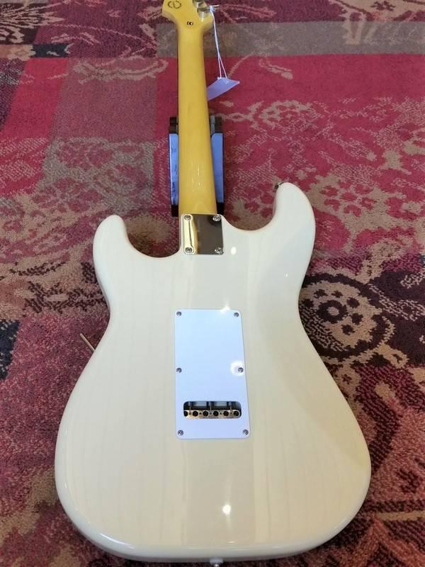 G&L G&L Tribute S500 Stratocaster Vintage White