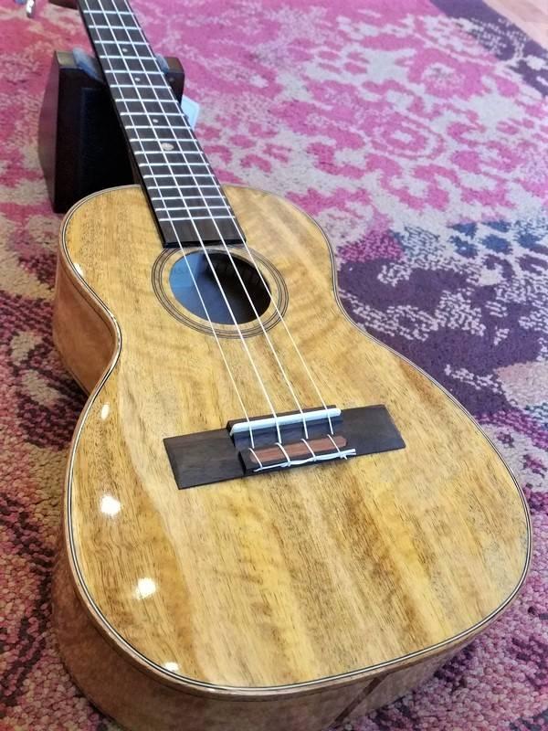 Leho Leho C-MG Concerto Ukulele Mango Arched Back
