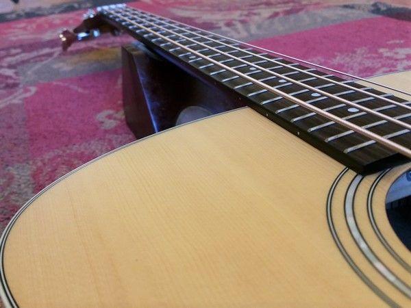 Guild Guild B-240E Acoustic Bass Jumbo