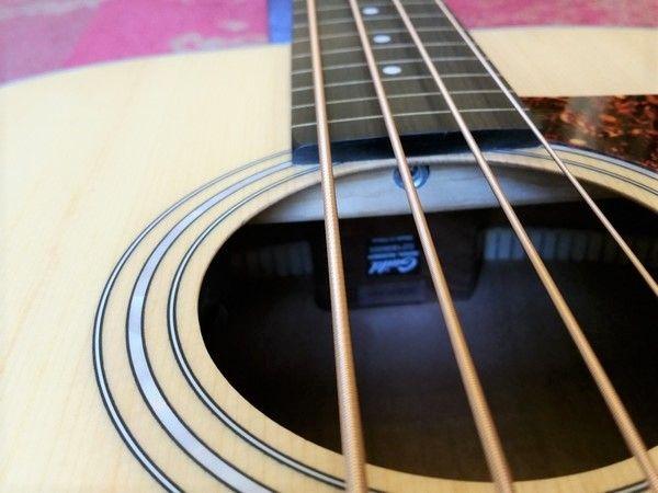 Guild Guild B-240EF Acoustic Fretless Bass