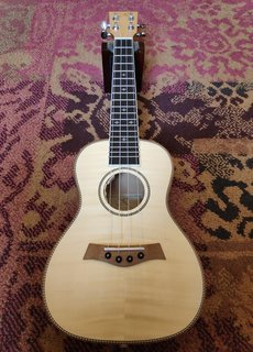 Kauai Kauai Concerto Ukulele Flamed Maple w/Pickup
