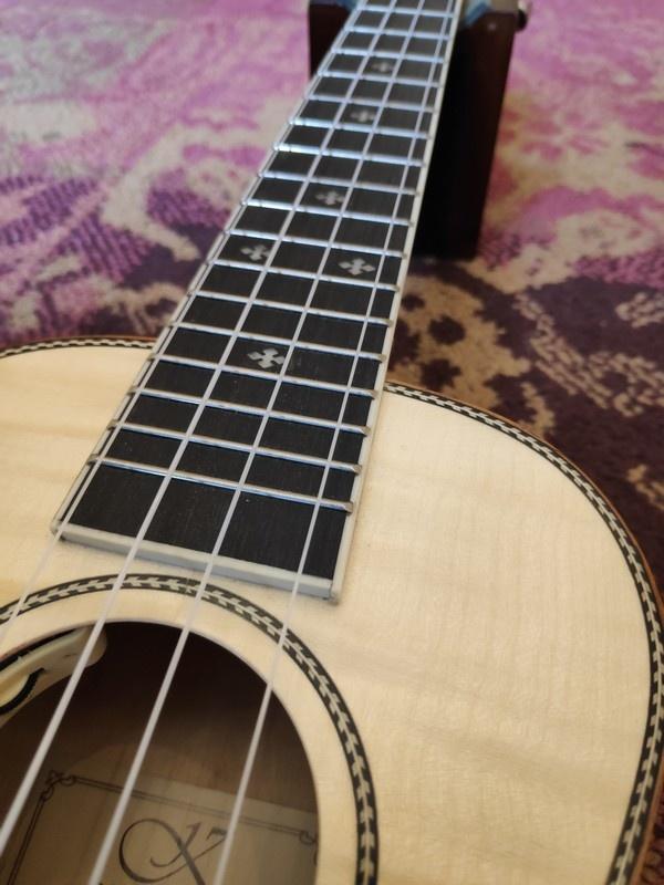 Kauai Kauai Concerto Ukulele Flamed Maple w/Pickup